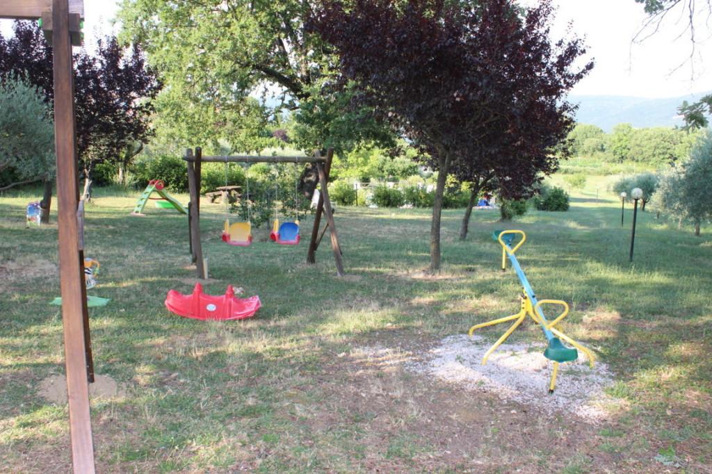 Parco giochi molto grande in casale per vacanze a Terni