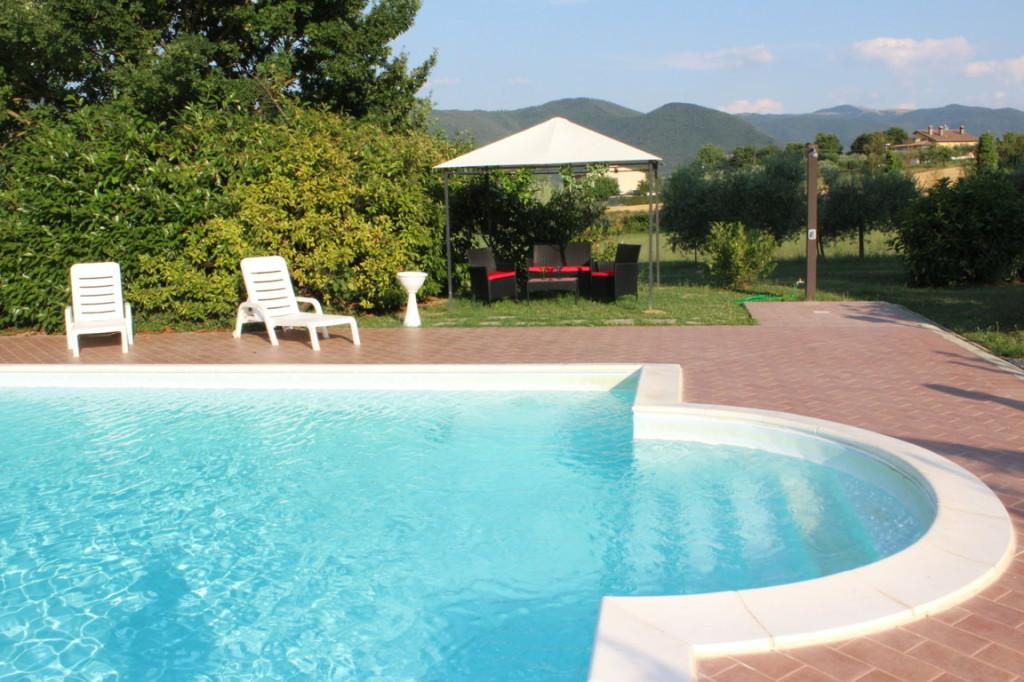 Weekend con bambini in Umbria con piscina a disposizione