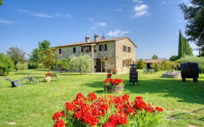 100 Giorni vicino Assisi in casale con barbecue e salone