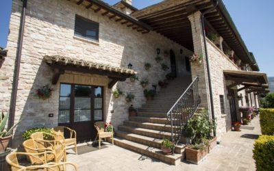 WEEKEND in Casa Colonica con Appartamenti, Piscina e Ristorante a Spello