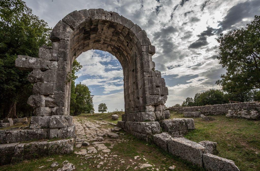Visitare il Parco Archeologico di Carsulae con i bambini