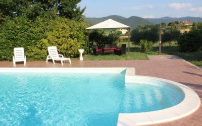 AGOSTO in Casale con appartamenti vacanza, piscina e parco giochi in Umbria