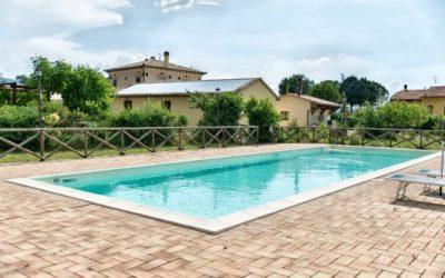 Agosto in Umbria in agriturismo con piscina, fattoria e ristorante tipico