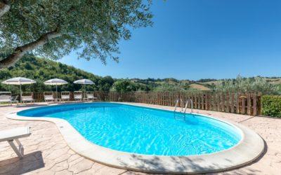 Offerta AGOSTO in Umbria in appartamenti con piscina, giardino e sentieri per passeggiate