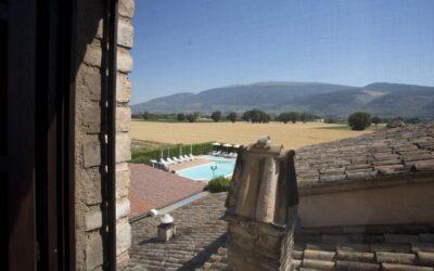 GIUGNO in Country House con piscina e ristorante a Spello