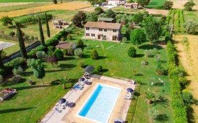 LUGLIO in Appartamenti in Casale con piscina e parco giochi ad Assisi
