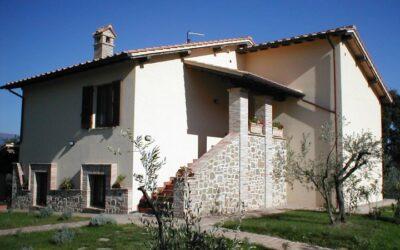 Vacanze di LUGLIO in Agriturismo con Piscina e Fattoria vicino Assisi