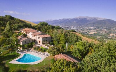 AGOSTO a Nocera Umbra in appartamenti vacanza con piscina, giochi e barbecue