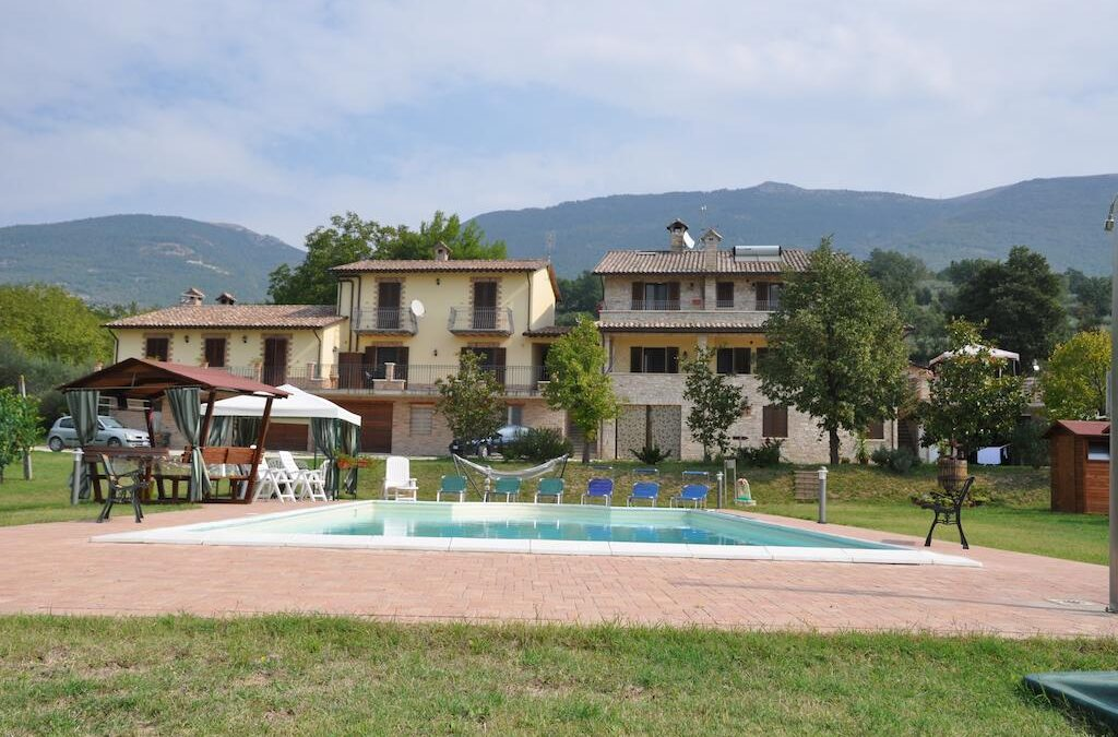 Affittacamere e appartamenti con piscina e parco giochi ad Assisi – Il Giardino di Francesco