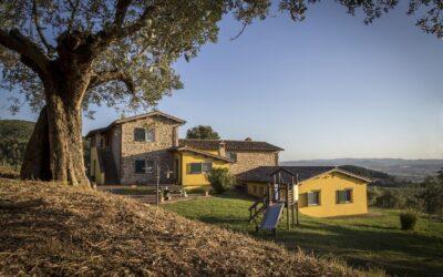 LUGLIO in Casale panoramico con Piscina e Parco giochi a Torgiano