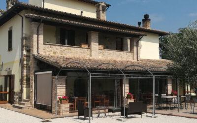 Last second LUGLIO in appartamenti vacanze con piscina e ristorante ad Assisi
