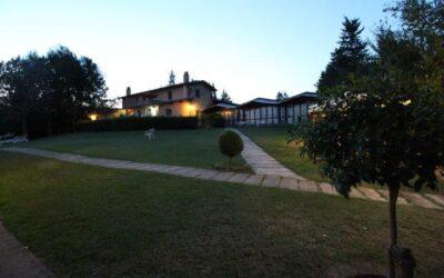 Offerta AGOSTO in Agriturismo con piscina, ristorante e pesca sportiva in Umbria