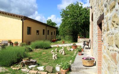 CAPODANNO in casale per gruppi con salone e giochi vicino Assisi