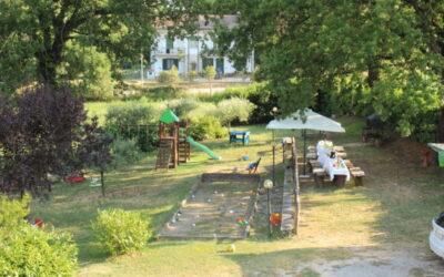 Lastminute SETTEMBRE Casale vicino Terni con appartamenti, piscina e parco giochi