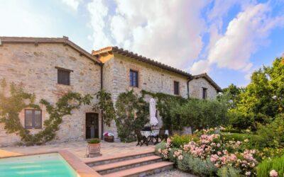 AGOSTO Villa con piscina salata in esclusiva in Umbria